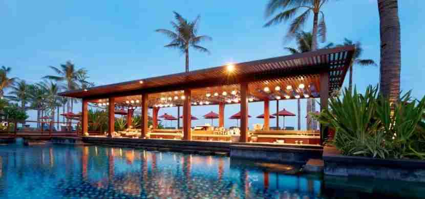 As a Gold member with SPG, you can enjoy a free drink at the St. Regis Bali