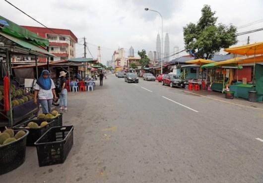 Street market setting up shop in Kampung Baru. Photo courtesy of Shutterstokc.