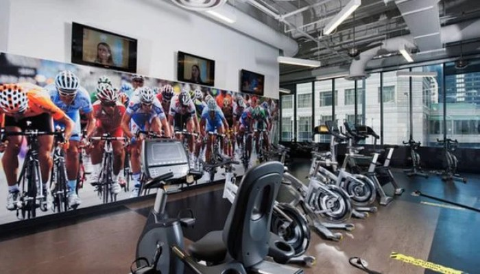 Radisson Blu Chicago offers outdoor and indoor fitness spaces