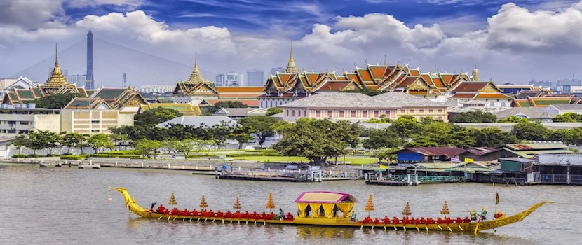 Explore Bangkok with 2 free stopovers if you book Emirates with Japan Airlines Mileage Bank.