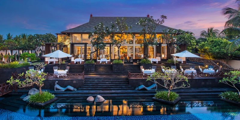 With the Starwood Preferred Guest Card, you can earn up to 5x Starpoints on purchases at properties like the St. Regis Bali.