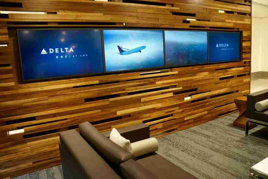 delta-one-lax-lounge-screens-sofa