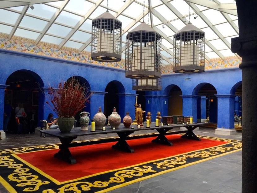 The colorful lobby of the Palacio del Inka.