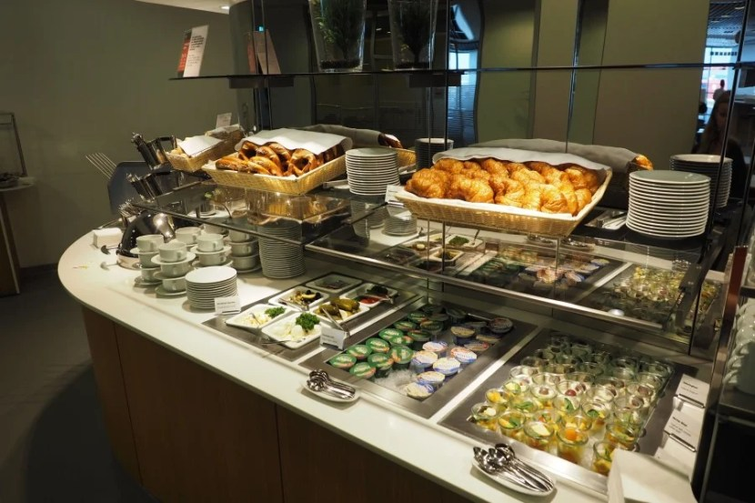 The relatively limited breakfast spread in the Lufthansa Senator Lounge.