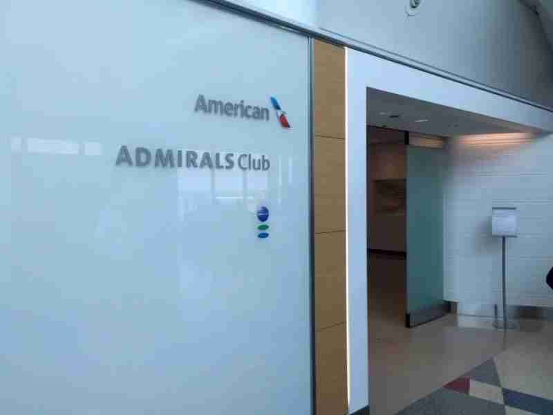The smaller of two Admirals Clubs at ORD, the concourse G club primarily serves American Eagle.