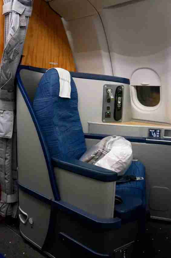 The veteran US Airways pilot across from me had an even better rest than I did — his seat, 5a,