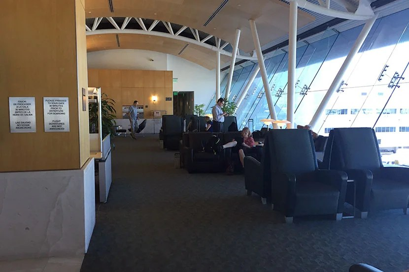 It's far from the best of airport lounges, but the Flagship Lounge at Los Angeles is certainly better than Admirals Clubs!
