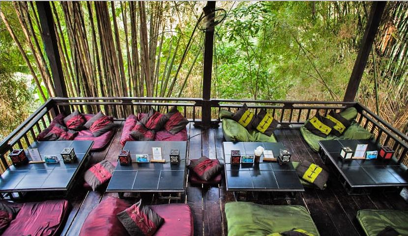 Dyen Sabai not only has delicious Lao Fondue, it's also got a peaceful ambiance