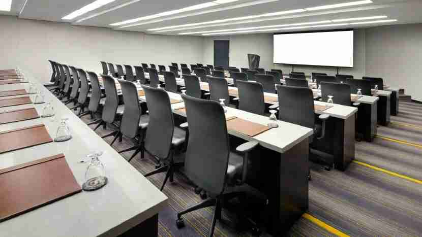 A Meeting Room at the Sheraton or a University Campus? (Photo courtesy Sheraton Gateway Los Angeles)