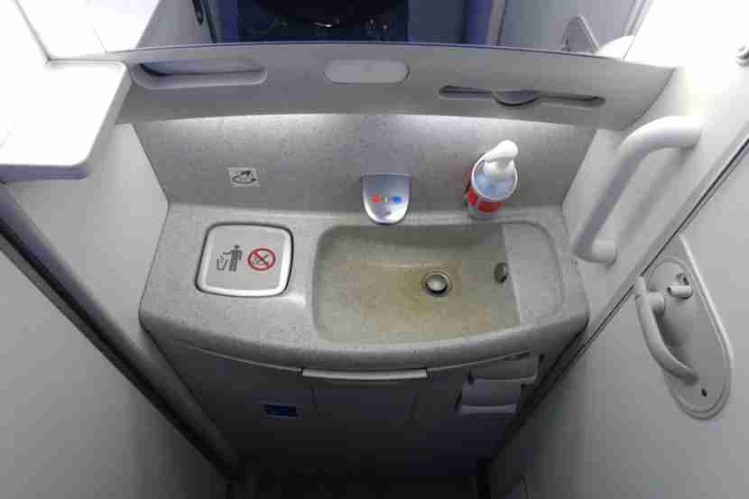 A lavatory in the economy cabin — Premium lavs are nearly identical.