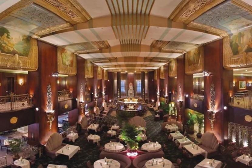 An impressive interior view of the Hilton Cincinatti Plaza.