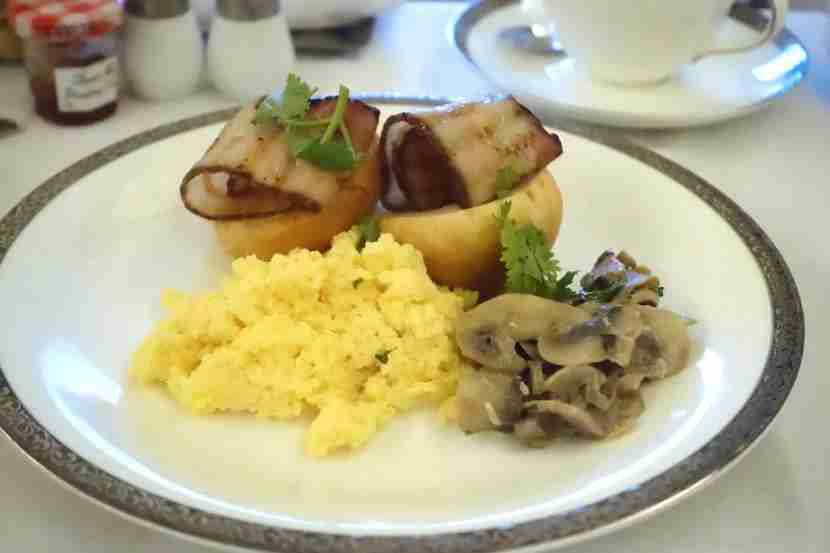 For my main course, I had scrambled eggs with grilled bacon and mushrooms.