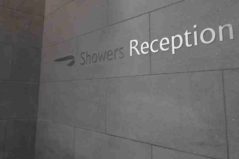 I had to wait at the shower reception desk for a while before anyone greeted me.