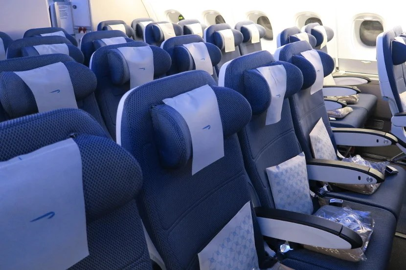 The seats featured head cradles that were height — but not width — adjustable.