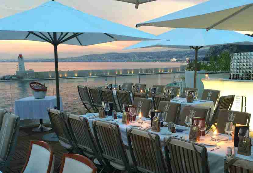 Catch the sunset from a seaside restaurant like La Réserve in Nice. Image courtesy of La Réserve