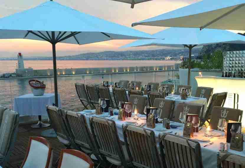Catch the sunset from a seaside restaurant like La Réserve in Nice. Image courtesy of La Réserve