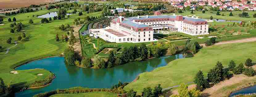 The Radisson Blu Disneyland Paris is less than 10 minutes from the Disney parks. Image courtesy of Club Carlson.