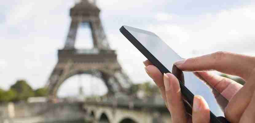 Save by using a pocket Wi-Fi connection to upload your travel photos to Instagram. Image courtesy of Shutterstock.