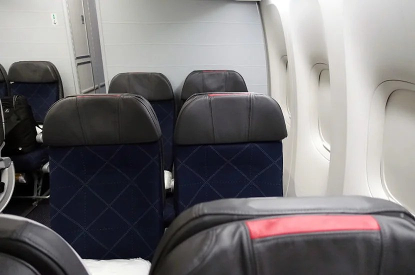Look at all that space between the window seat and the cabin wall!