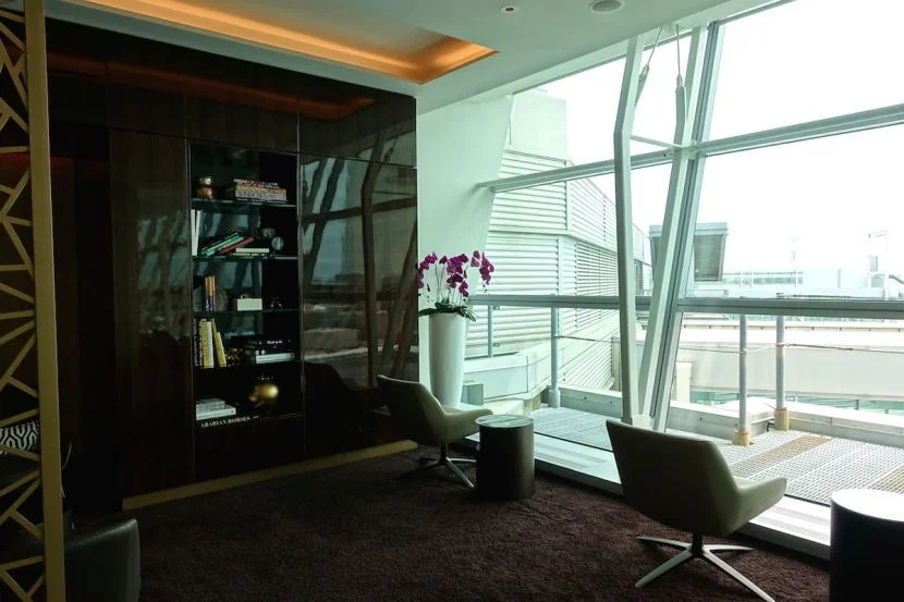 The little sitting areas at the quiter back of the lounge.