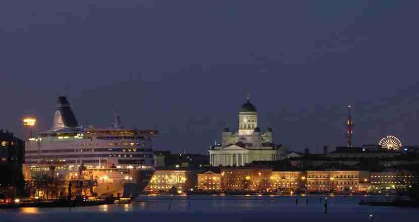 Helsinki by night. Photo by Niklas Sjoblom