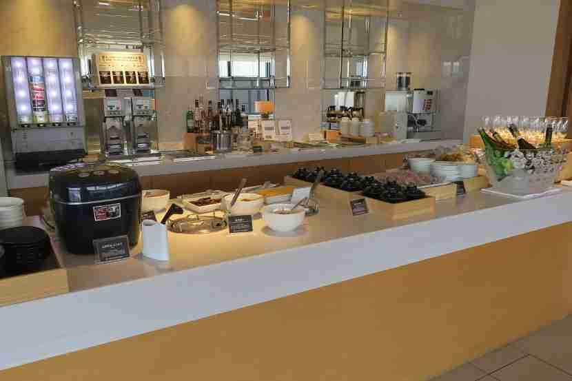 The food options are limited at the JAL Sakura Lounge in the satellite terminal.