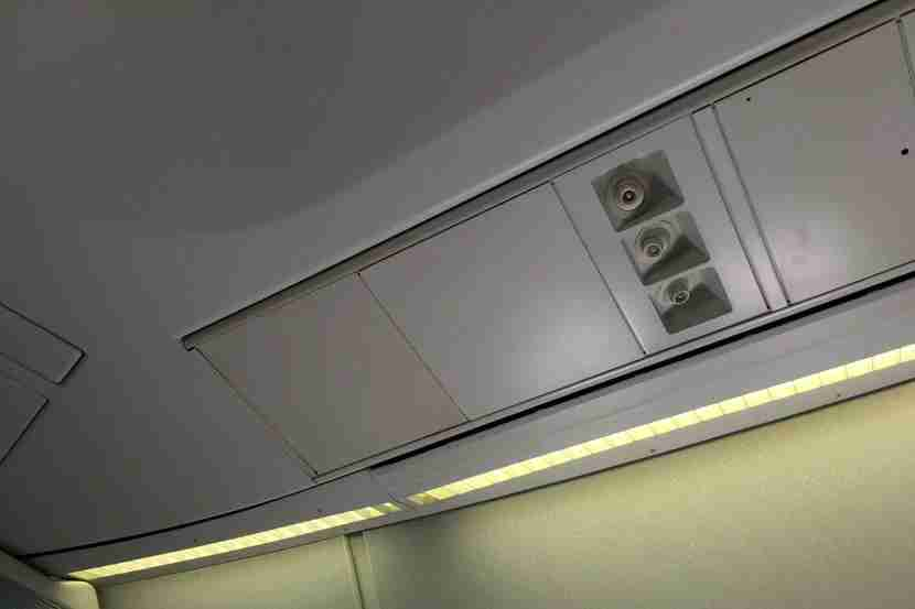 Another benefit of older planes like the 747: Overhead airflow nozzles.