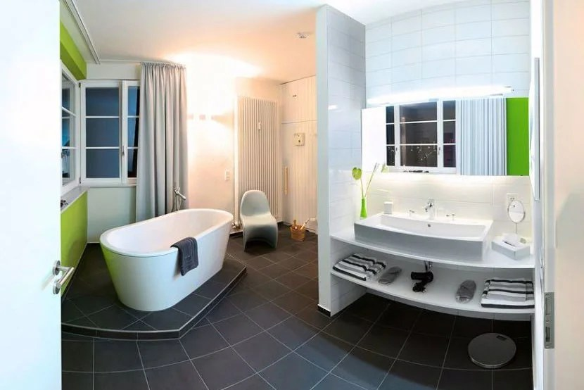 The Mercedes suite bathroom. No need to look for the nearest rest stop! Image courtesy of the V8 Hotel.