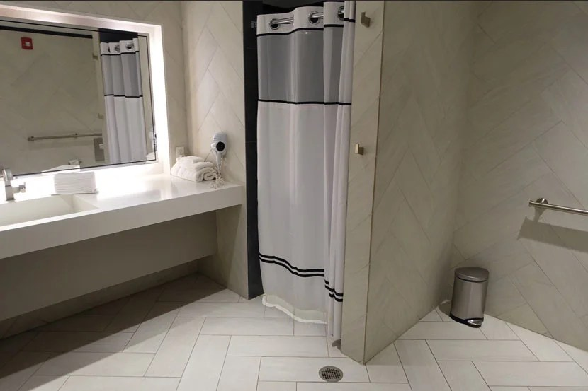 The Miami Centurion Lounge offered a spacious and clean shower room.