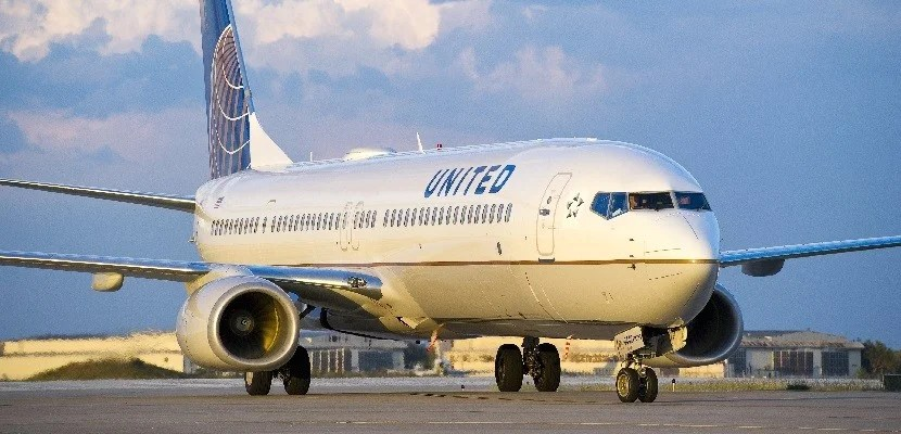 IMG United 737 on runway featured