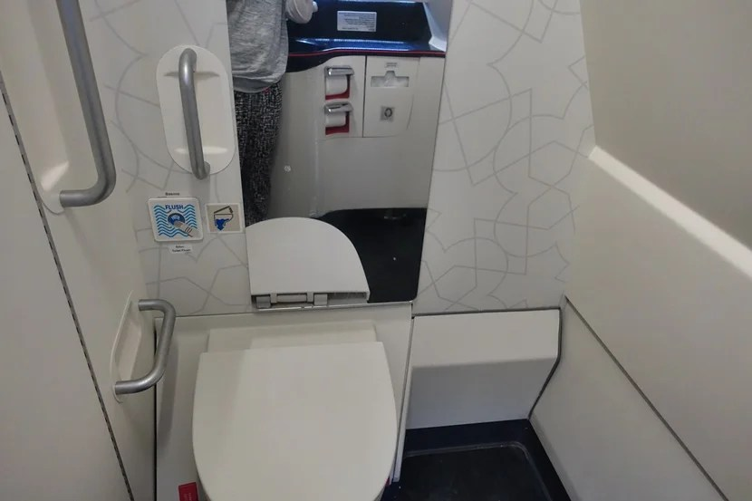 2e Toilet Plaatsen.Flight Review Turkish Airlines A330 300 Economy Ist To Kul