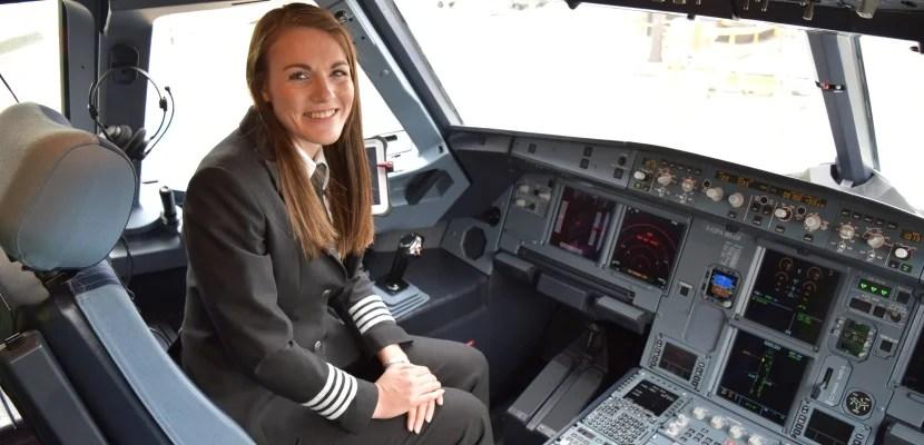 Stewardess gets cash for sex - 3 3