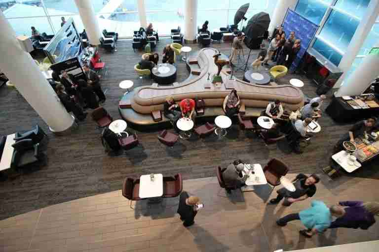 img-delta-sky-club-seattle-seating-centerpiece-overhead