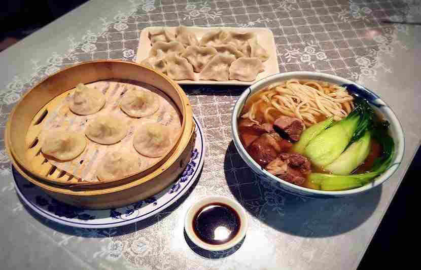 """Feast on Chinese foodin the Sunset at King of Noodles. Image courtesy of their <a href=""""https://www.facebook.com/145673765464356/photos/a.1049858681712522.1073741826.145673765464356/1049858671712523/?type=1&amp;theater"""">Facebook page</a>."""