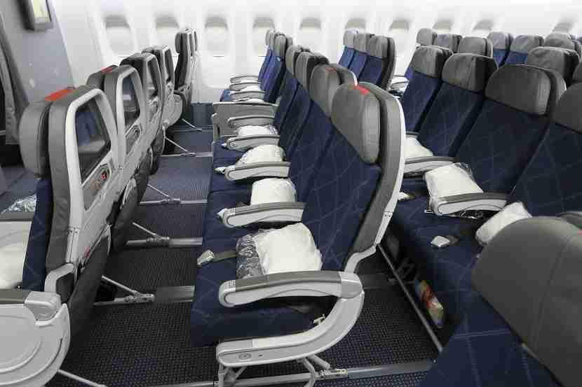 aa-777-200-772-new-retrofit-mce-legroom