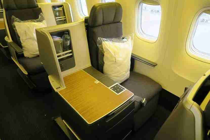 The window-side window seats provide a bit more privacy.
