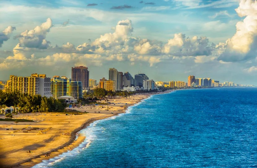 Fly from coast to coast on Jetblue's transcontinental route from Long Beach to Fort. Lauderdale. <em>Image courtesy of Getty Images.</em>