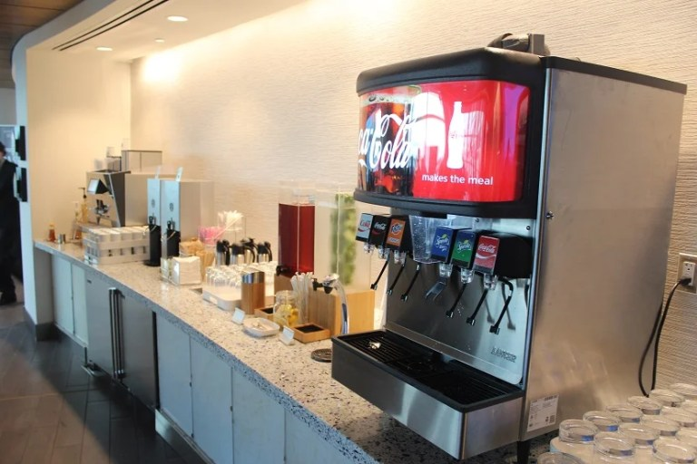 img-delta-sky-club-seattle-beverages