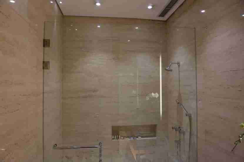 Immaculately clean shower rooms