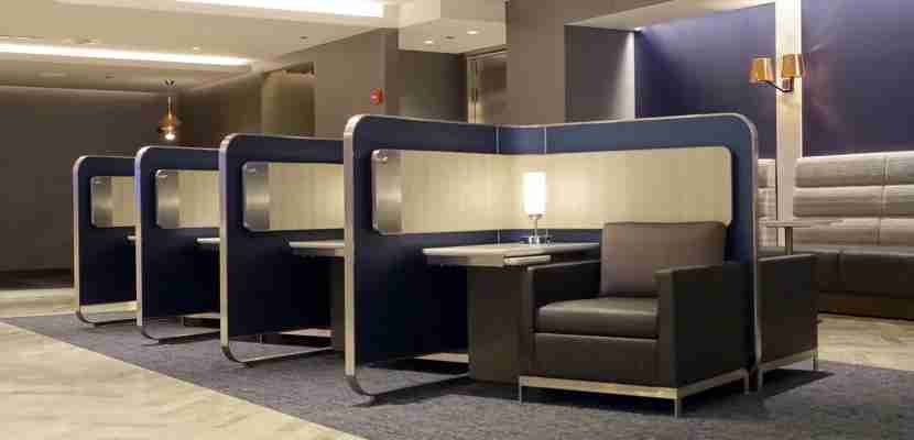 Main seating area at the ORD Polaris Lounge. Photo by Zach Honig.