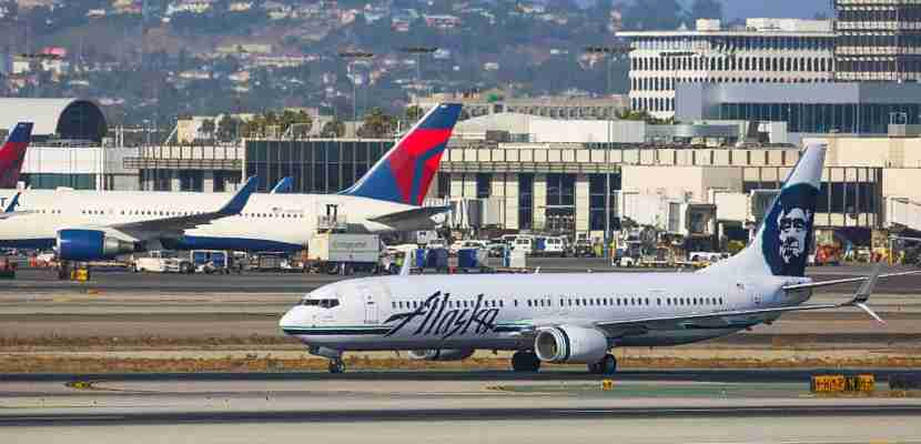 LOS ANGELES, CA - OCTOBER 03: Alaska Airlines Boeing 737 taking off from LAX on October 03, 2016 in Los Angeles, California. (Photo by PG/Bauer-Griffin/GC Images)
