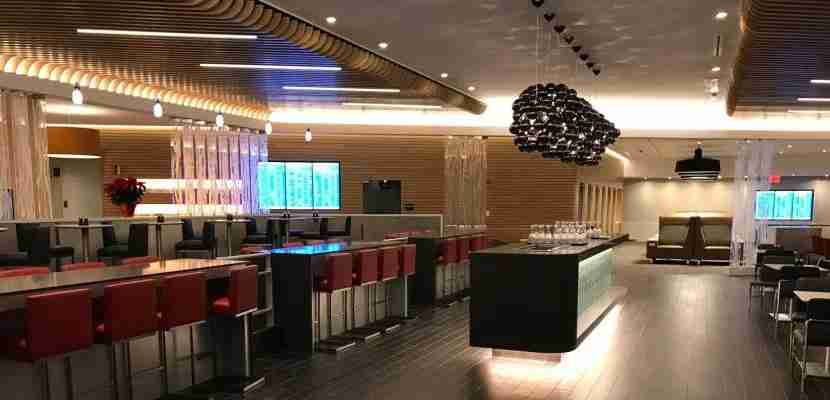 international-first-class-lounge-jfk-featured-bar