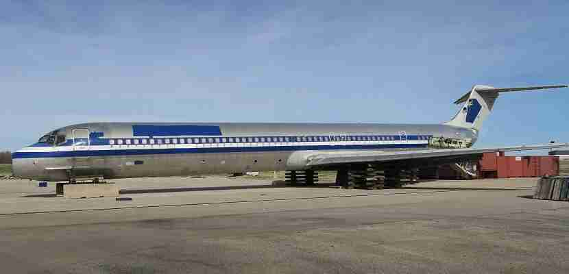 Students can train on a real MD-80.