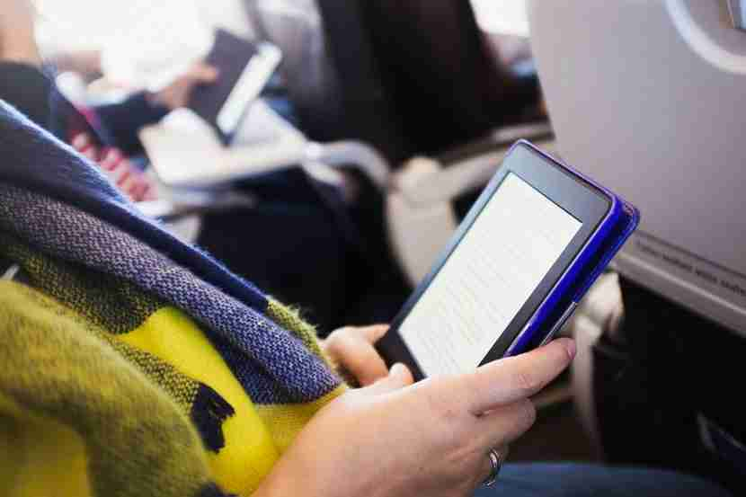 Pew Research says most travelers in 2015 had personal devices capable of streaming video. Image courtesy of Mint Images via Getty Images.