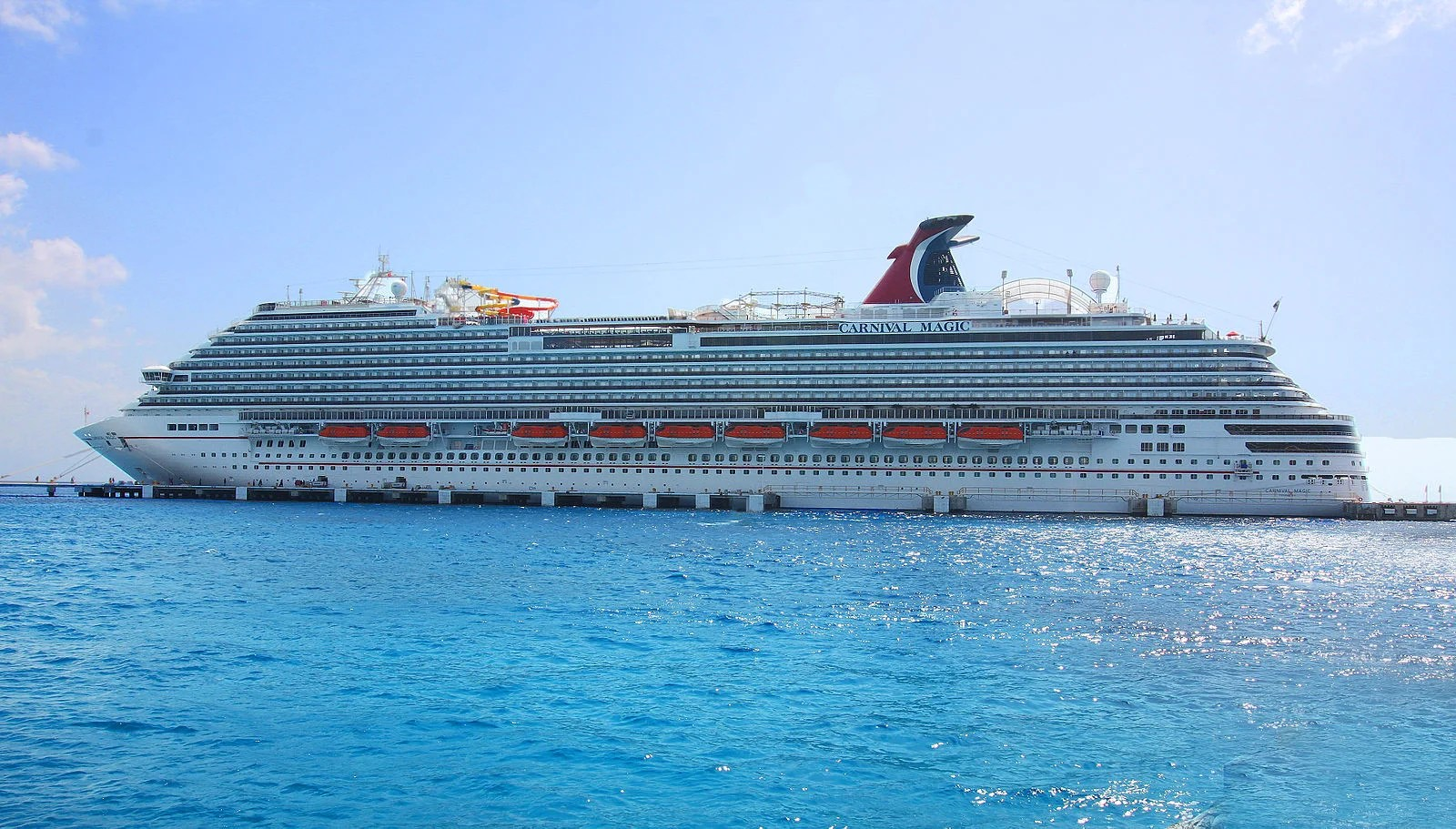 Jet Skiers Narrowly Escape Encounter With Carnival Ship - Cruise ship magic