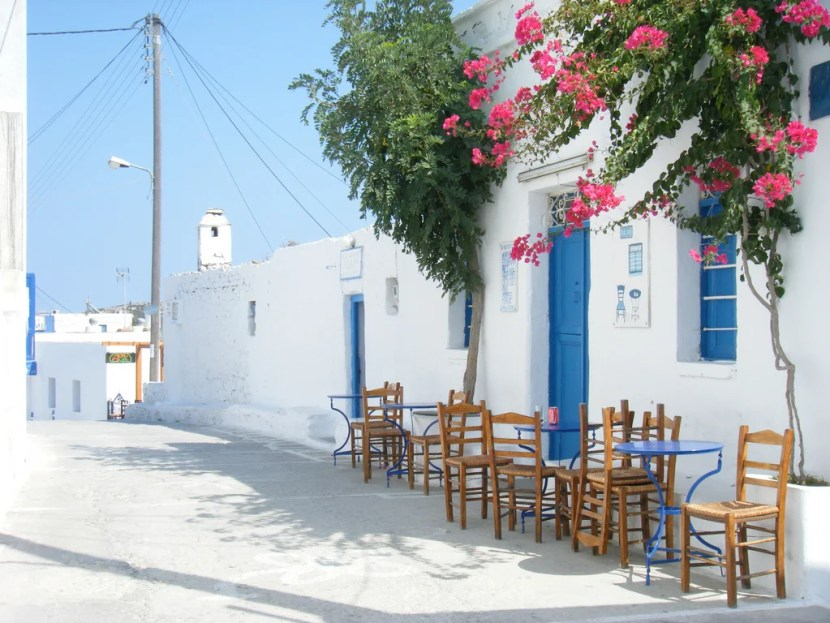 Chora, l'un des deux villages de Schinoussa.  Avec l'aimable autorisation de Pbelogiannis via Wikimedia Commons.