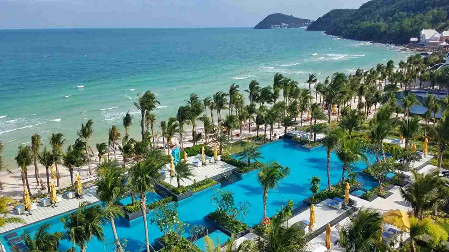 A beautiful beachside pool in Vietnam. (Photo courtesy of JW Marriott Phu Quoc Emerald Bay Resort & Spa