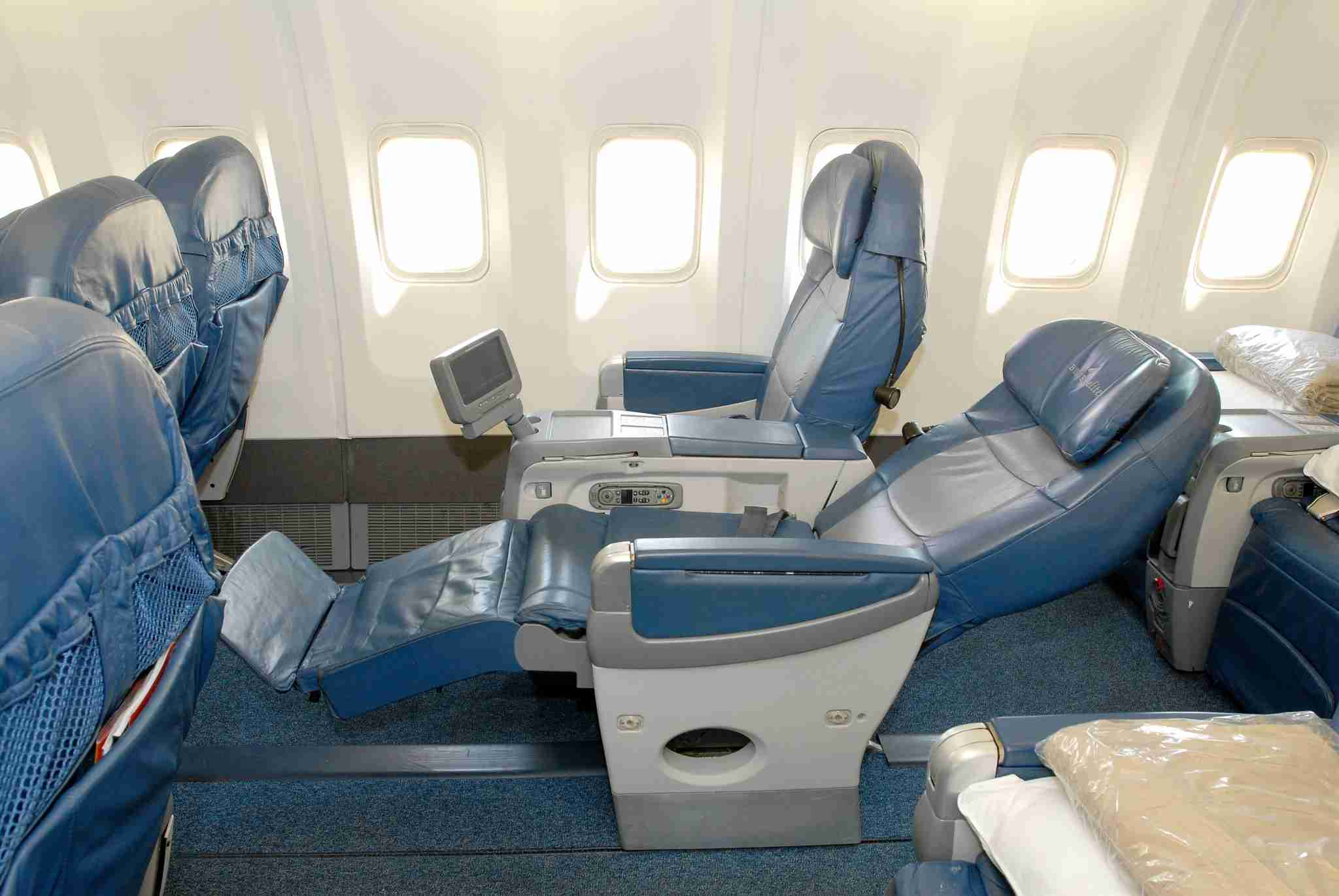 Sprawling reclnier chairs could still be found on U.S. fleets into the early 2010s, but have since been replaced. Image courtesy of Delta Air Lines.