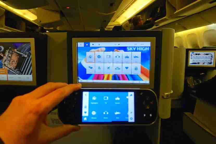 The IFE screen and remote can operate independently.