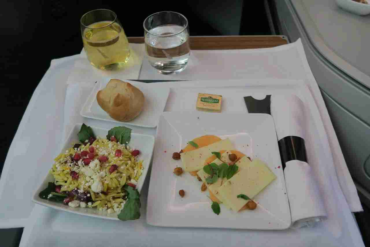 aa787-9_business_salad